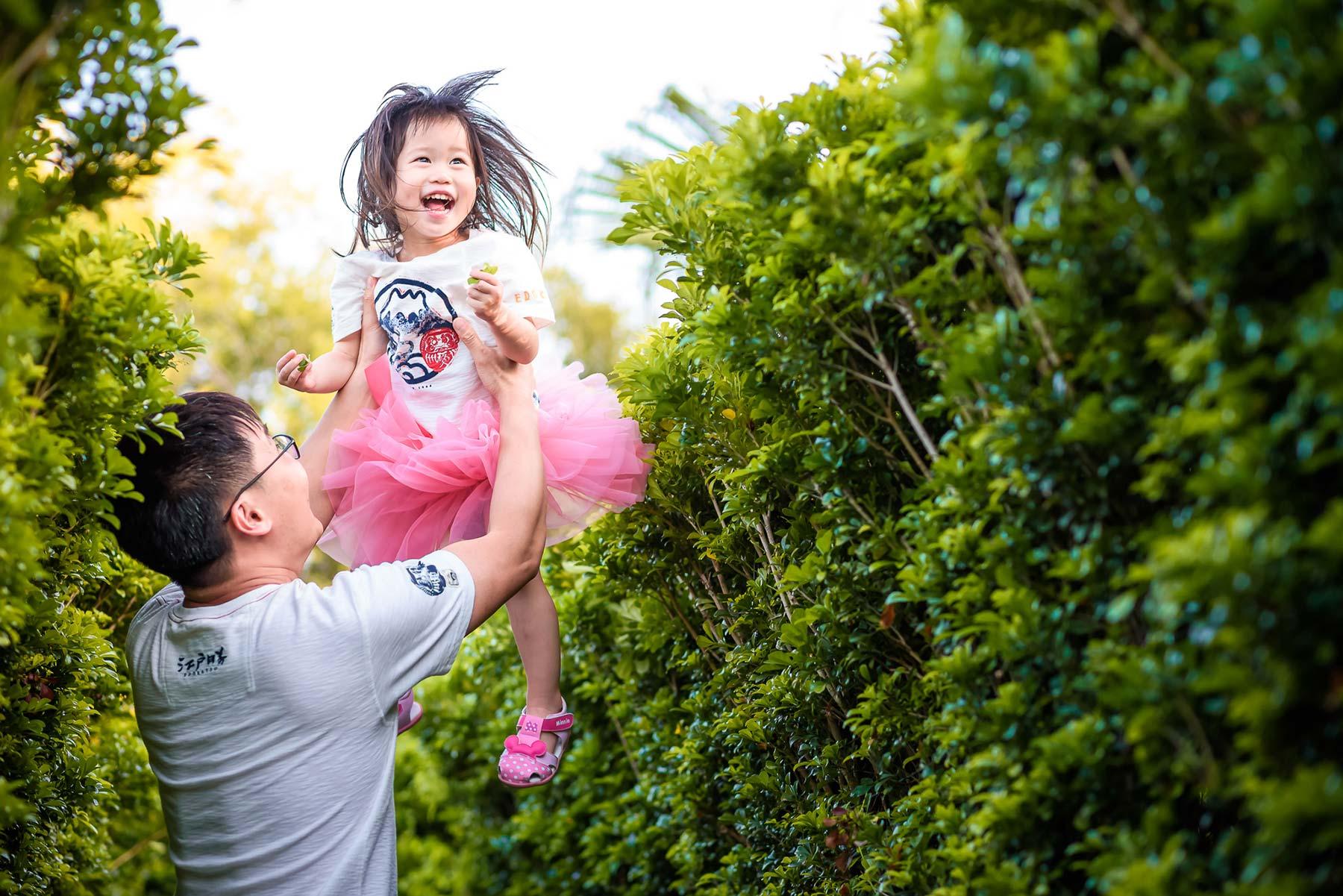 親子互動 飛高高 小孩抱高高 父愛 上輩子的情人