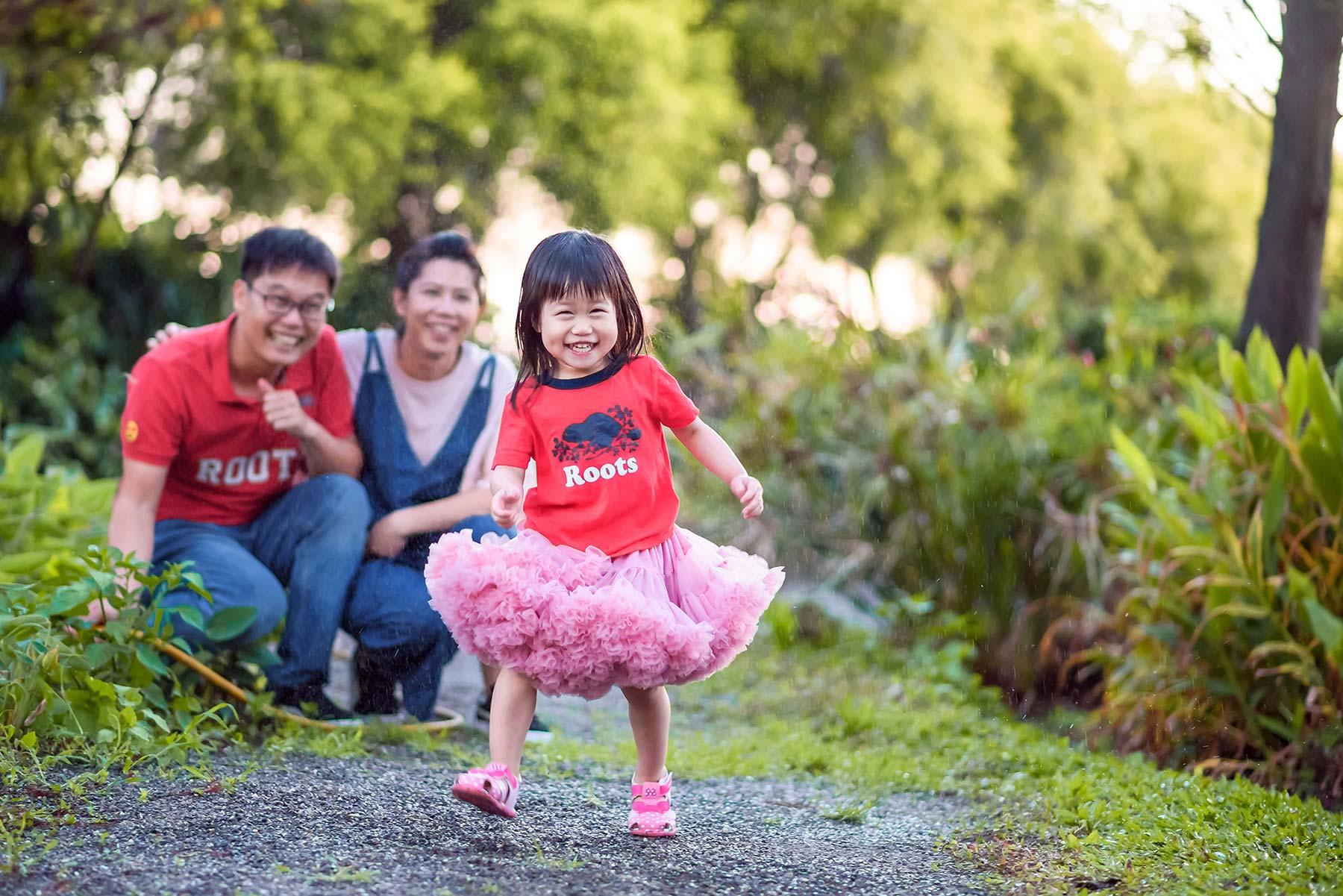 寶貝女兒 玩水 親子寫真 親子互動 中部親子攝影師 兒童攝影師推薦