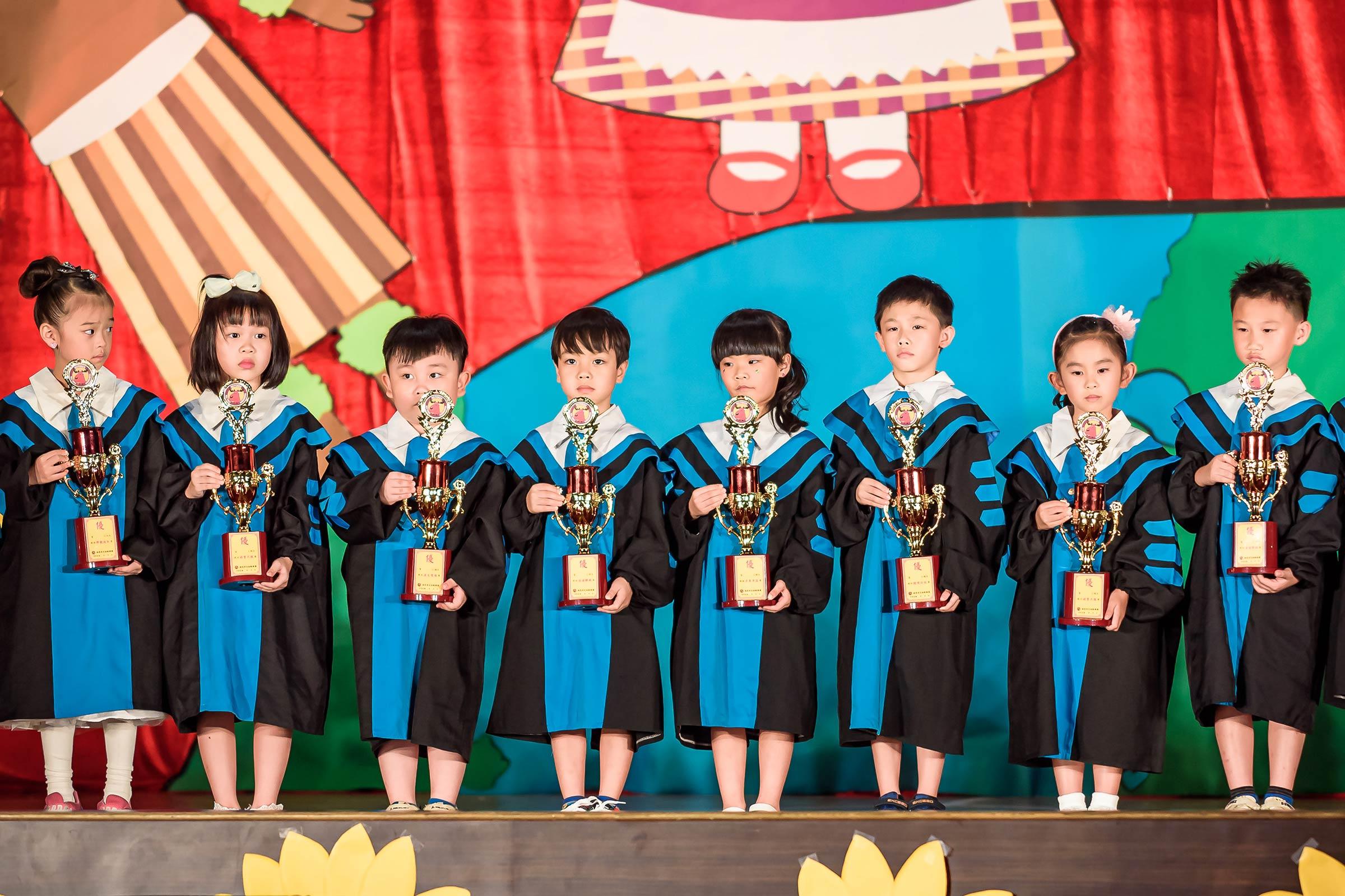 幼兒園畢業典禮拍攝 幼稚園畢業典禮攝影 活動紀錄攝影 瑞恩帝兒 台上頒獎