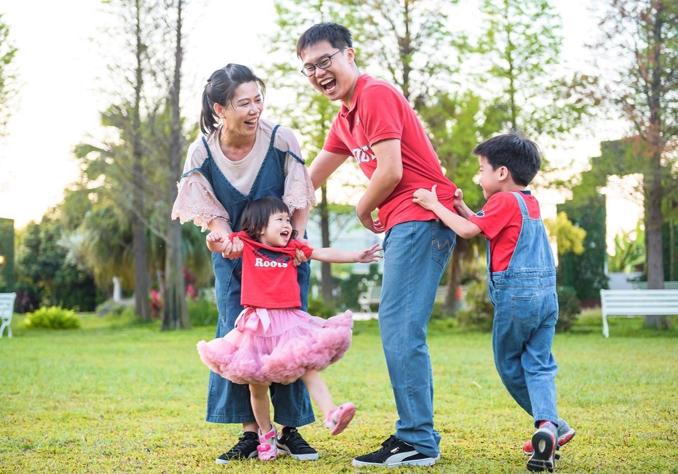 親子寫真價格 邊玩邊拍 全家福寫真 親子寫真推薦 全家福攝影